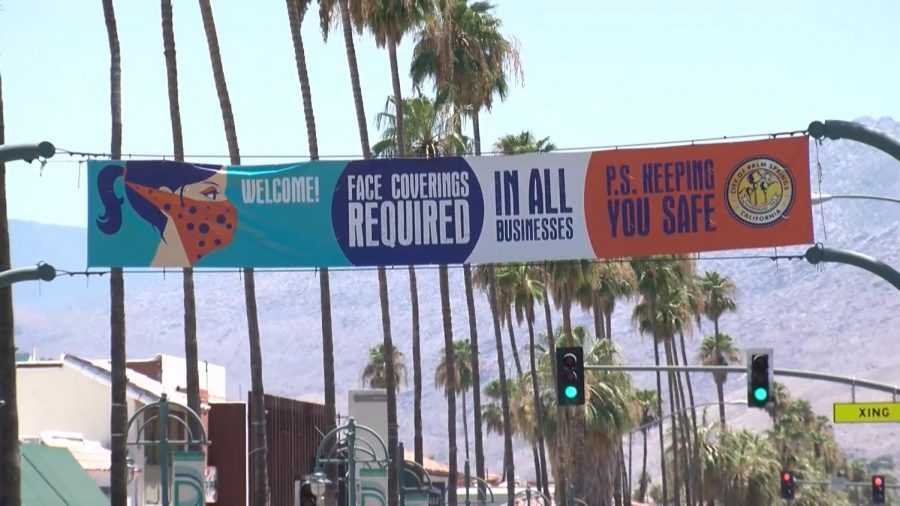 Banner in Downtown Palm Springs that states mask are mandatory in the city of Palm Springs